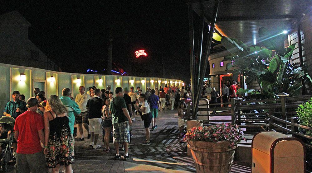 Mais tapumes, fruto das obras que transformarão Downtown Disney em Disney Springs