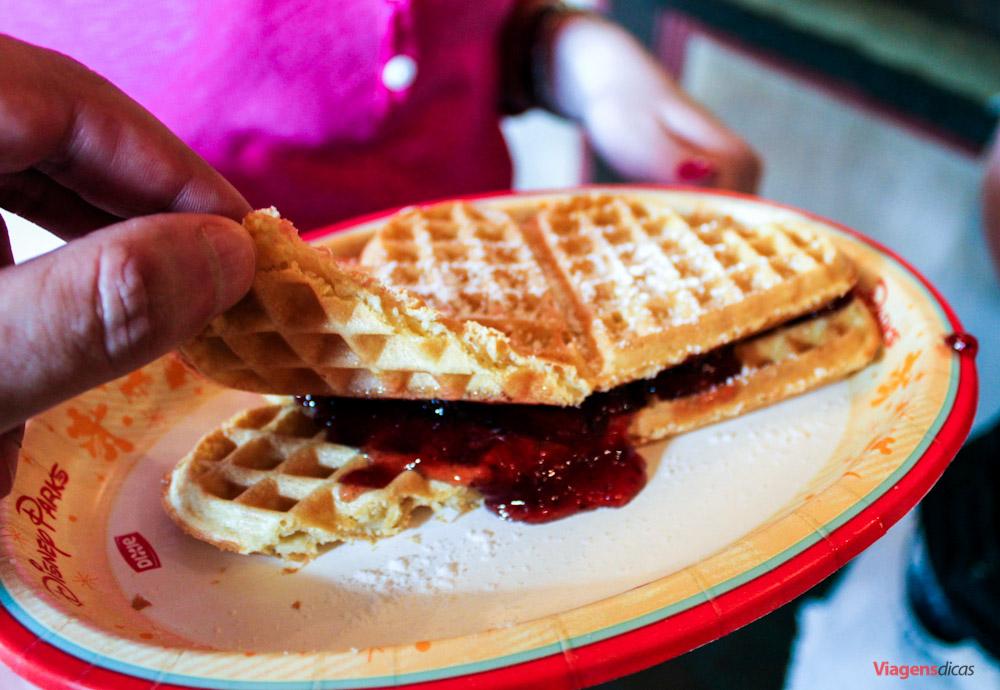 Os deliciosos waffles servidos no Pavilhão da Noruega, no Epcot