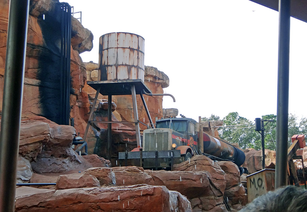 Catastrophe Canyon, no The Studio Backlot Tour, no parque Disney's Hollywood Studios