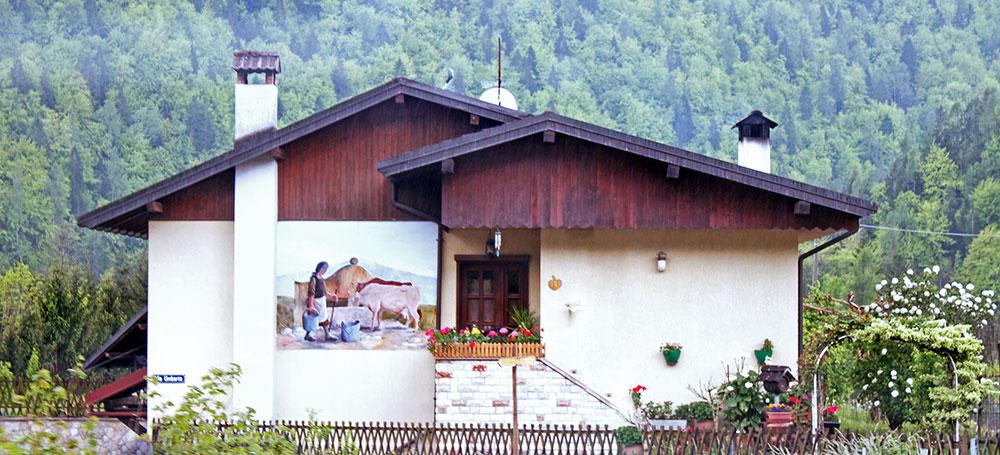Casa com pintura na parede, em Lamon , Belluno, Veneto