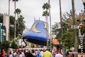 Chapéu do Mickey sendo demolido no parque Disney's Hollywood Studios