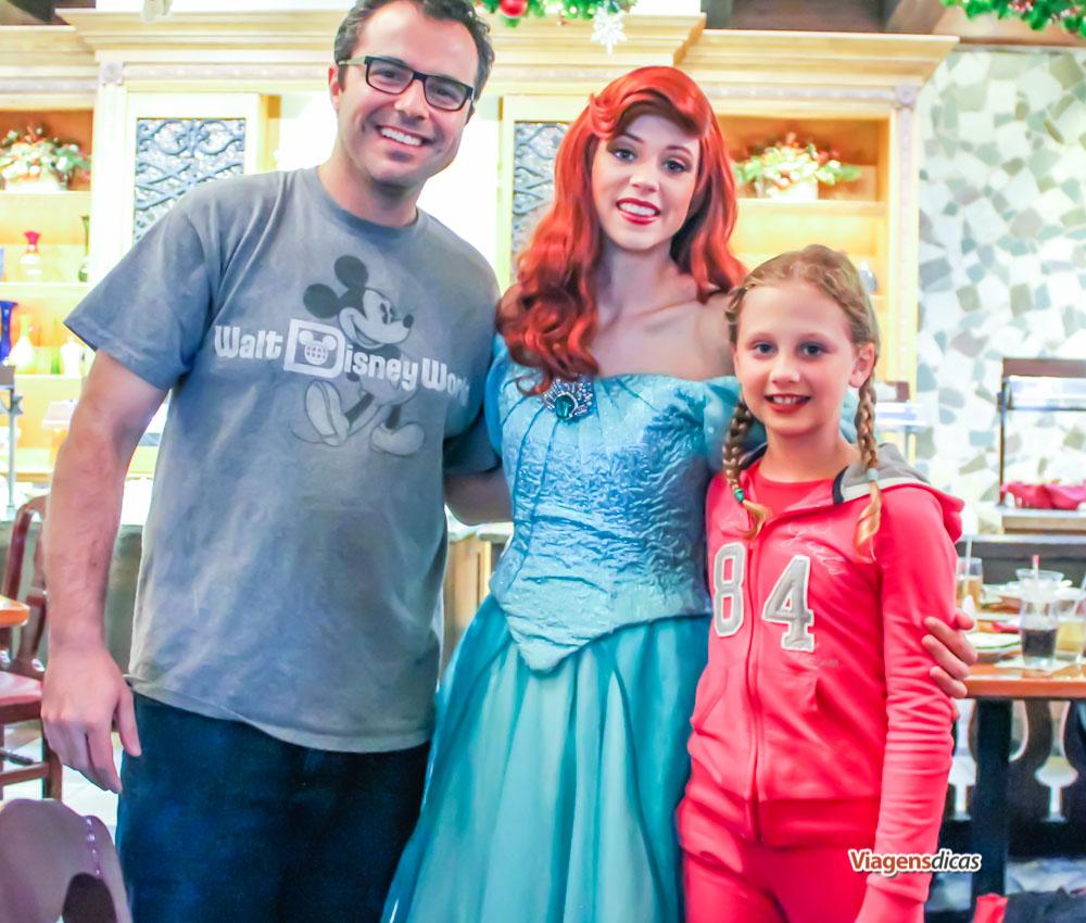 Com a Ariel, do filme A Pequena Sereia, no restaurante Akershus
