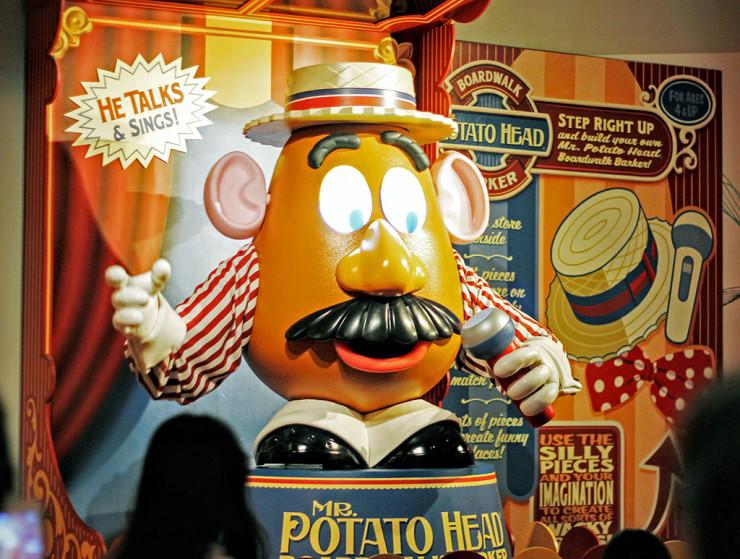 Sr. Cabeça de Batata na atração Toy Story Midway Mania no parque Hollywood Studios