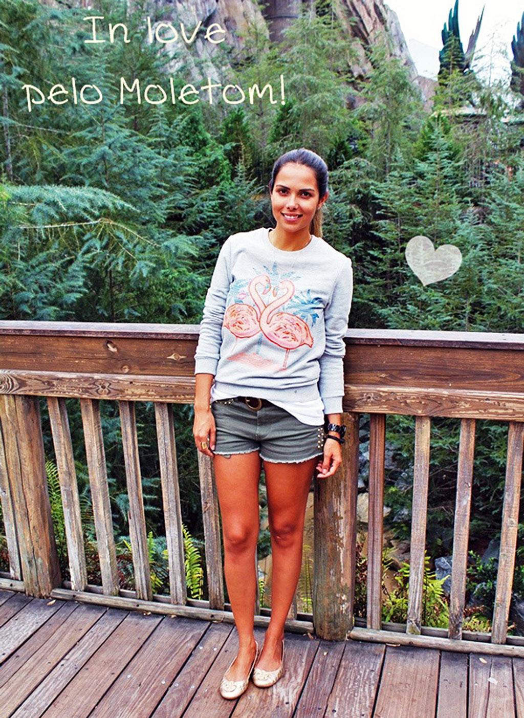 Luana do blog www.luanameneguetti.com.br usando um look ideal para um dia de calor nos parques