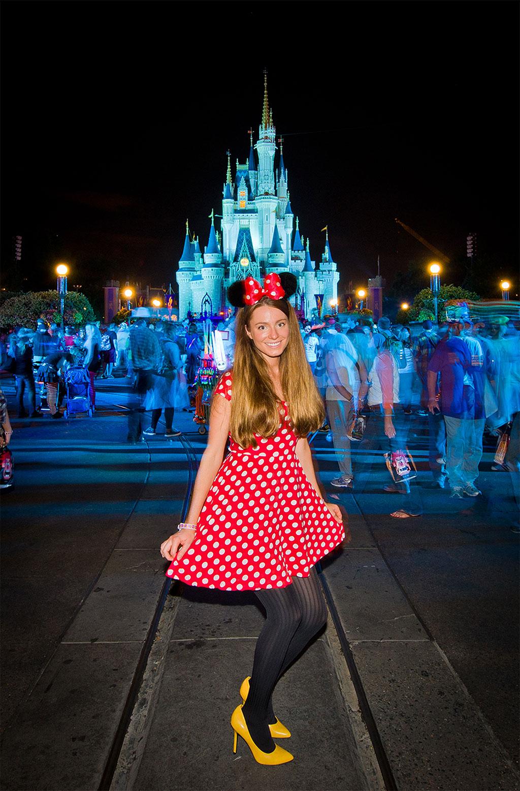 Foto da moça do Blog: http://www.disneytouristblog.com vestida de Minnie para a festa de Halloween