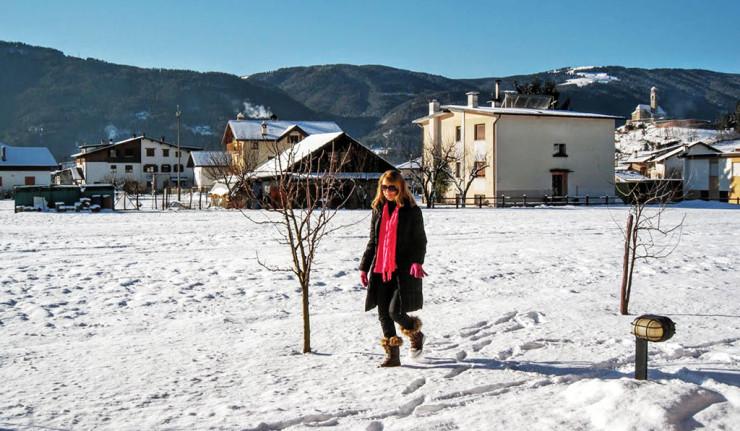 Passeio pela neve na cidade de Lamon, Belluno, no Norte da Itália