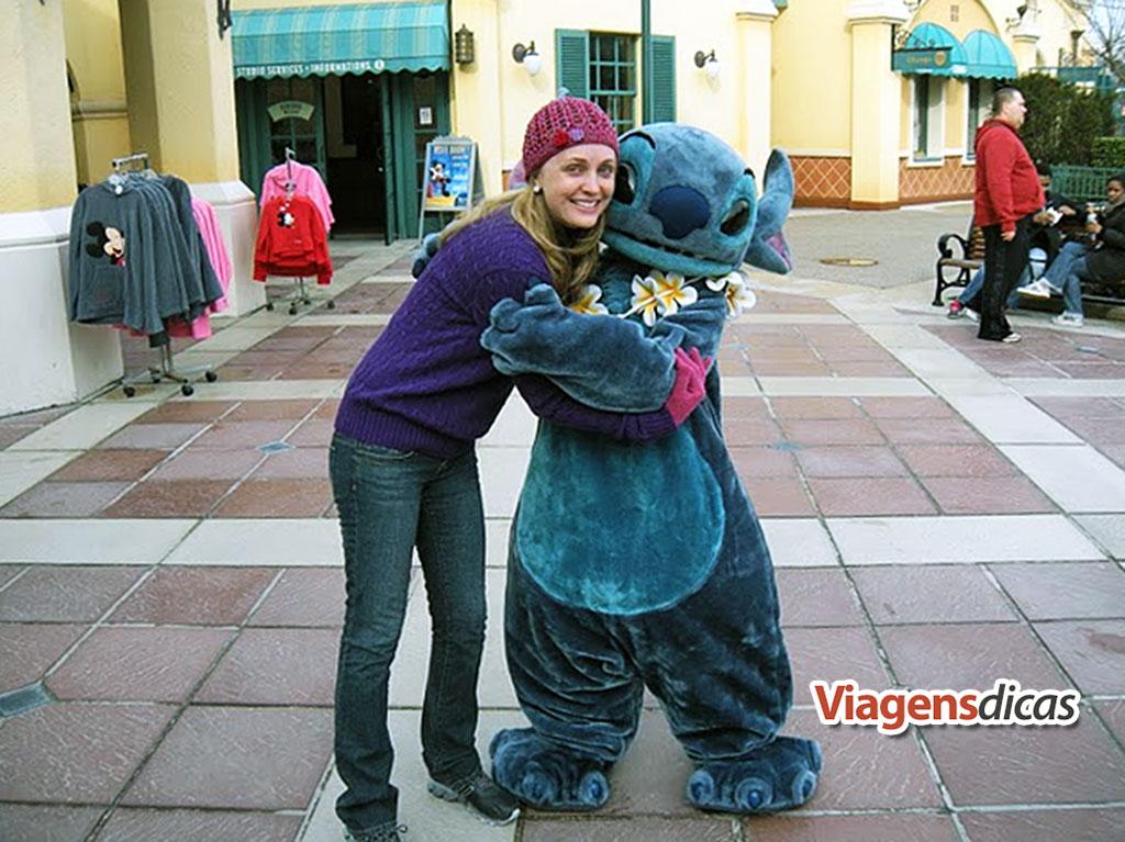 Eu com Stitch na Disneyland Parys