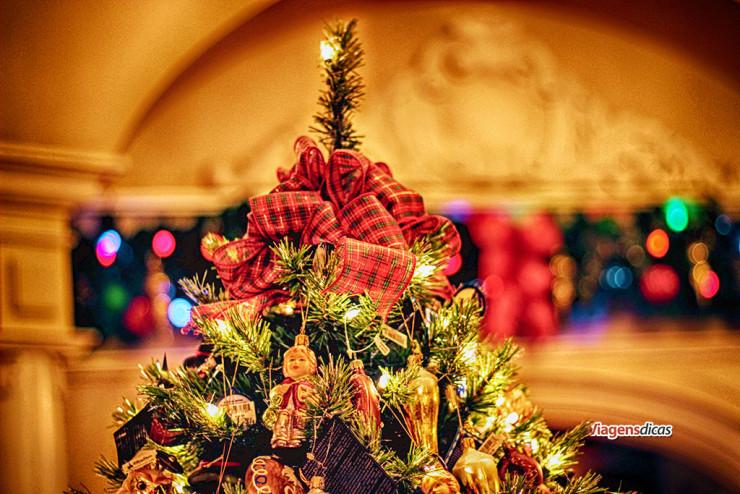 Uma árvore de Natal, no Pavilhão da Alemanha, no parque Epcot