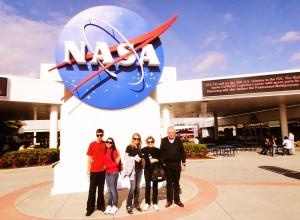 A família reunida em visita à NASA no Cabo Canaveral